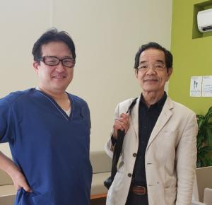 横田先生と待合室にて